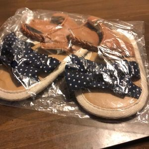 Shoes - 🏷5/$20🏷 Baby sandals blue white polka dot